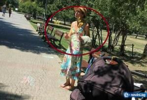 жена отвлича бебета в София