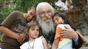 Отец Иван: Имам 130 деца