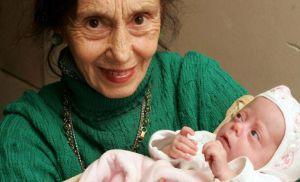 Помните ли първата жена която роди на 67 години?