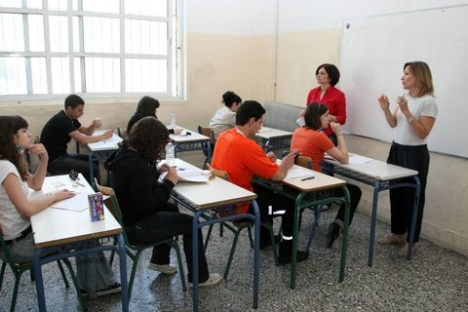 Σχετικά με την παραμονή καθηγητών και δασκάλων στα σχολεία