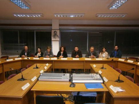 Πριν μερικές ημέρες πραγματοποιήθηκε στο Δημαρχείο συνάντηση μεταξύ της Δημάρχου κ. Ελένης Λαΐτσου και των φαρμακοποιών, όπου καθορίστηκαν οι διαδικασίες