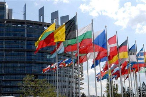 Κομισιόν για Ελλάδα: Εντός στόχων για 2013-14 - Επιπλέον μέτρα για 2015-16