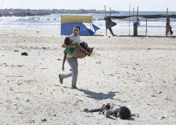 Tyler Hicks, Γάζα, 16 Ιουνίου 2014. Μετά από έκρηξη Ισραηλινής βόμβας.