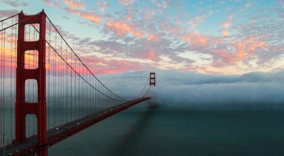 Ομίχλη καταπίνει τη γέφυρα του Σαν Φρανσίσκο