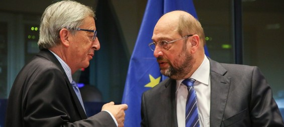 epa04475859 European Commission President Jean Claude Juncker (L) and European Parliament President Martin Schulz (R) arrive for the start of the Conference of the Presidents, at the EU Parliament in Brussels, Belgium, 04 November 2014. The Conference of Presidents is meeting held between the President of Parliament and the chairmen of the political groups.  EPA/JULIEN WARNAND
