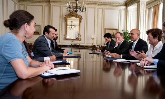 Ο υπουργός Επικρατείας Νίκος Παππάς (2Α) συνομιλεί με τον υφυπουργό Εξωτερικών για θέματα ευρωπαϊκών υποθέσεων, Αρλέμ Ντεζίρ (3Δ) κατά την διάρκεια της συνάντησης τους στο Μέγαρο Μαξίμου, Πέμπτη 23 Ιουλίου 2015. ΑΠΕ-ΜΠΕ/ΓΡΑΦΕΙΟ ΤΥΠΟΥ ΥΠΟΥΡΓΟΥ ΕΠΙΚΡΑΤΕΙΑΣ/STR