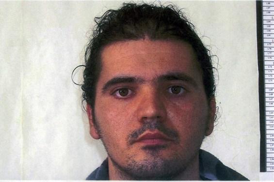 Συνελήφθη ο Τζέιμς Κλωντ Λέσι (Δ) στην Ορμυλία Χαλκιδικής, Κυριακή 24 Ιανουαρίου 2016. Ο Λέσι  στις αρχές του μήνα σκότωσε τη σύζυγό του στην Ορμύλια και στη συνέχεια διέφυγε αρπάζοντας τον 4χρονο γιο τους. ΑΠΕ-ΜΠΕ/ ΓΡΑΦΕΙΟ ΤΥΠΟΥ ΕΛΑΣ/ STR