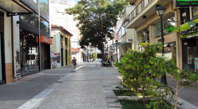 Το κέντρο του Βόλου για εμπορικά καταστήματα έχει συρρικνωθεί σε έκταση και περικλείεται από τις οδούς Ιάσονος, Γκλαβάνη, Ερμού και Ιωλκού