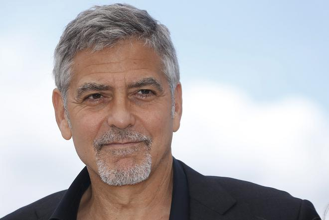 George Clooney: Όχι μόνο κάνει δωρεές παντού, αλλά μάλιστα είχε συλληφθεί από την αστυνομία στο Σουδάν όταν μαχόταν για την υπεράσπιση των ανθρωπίνων δικαιωμάτων στο Σουδάν.