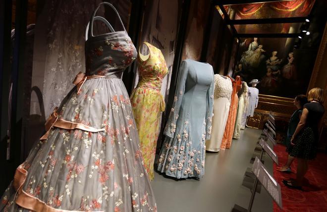 Britain Queens Dresses