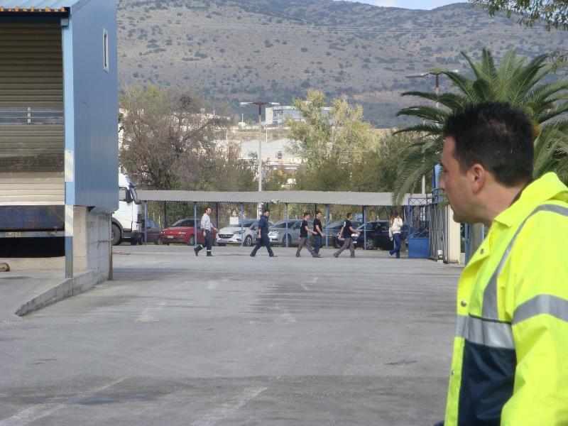 Εκκένωση του εργοστασίου από τους εργαζόμενους