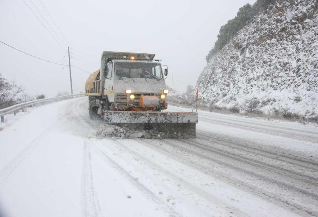 Σε λευκό κλοιό η Μαγνησία με χιονοθύελλα στο Καράβωμα- Ανοιχτοί οι δρόμοι, κλειστά σχολεία