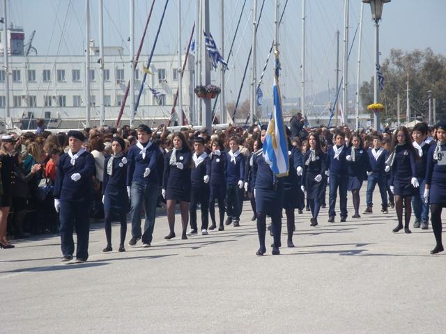 Με λαμπρότητα πραγματοποιήθηκε η παρέλαση για την 25η Μαρτίου στην παραλία του Βόλου (photos)
