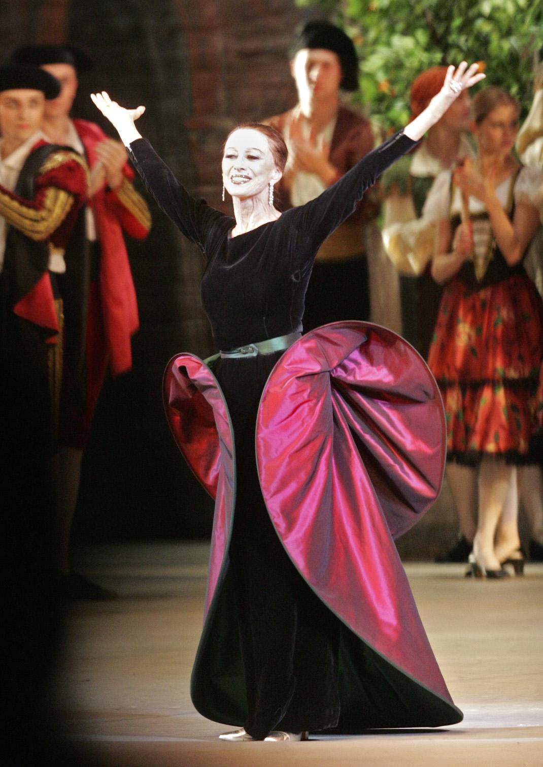 e19342121c6 Η Μάγια Πλισέτσκαγια ήταν η εμβληματική προσωποποίηση του μεγάλου μπαλέτου  και ταυτίστηκε με τα Μπολσόι όσο καμία άλλη χορεύτρια. Η ίδια έλεγε ότι, ...