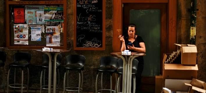 Ολλανδία: Απαγορεύτηκε το κάπνισμα στα μπαρ και στις καφετέριες