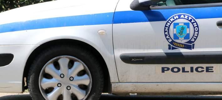 Σύλληψη 75χρονης στον Βόλο για εξύβριση και φθορά ξένης περιούσιας