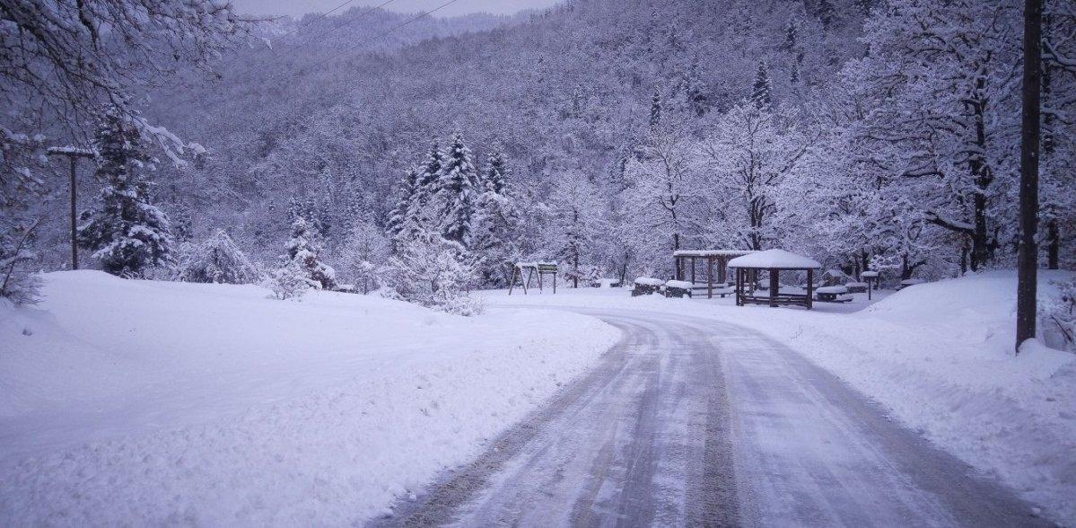 Τρίκαλα: Στους 40 πόντους το ύψος του χιονιού στα ορεινά