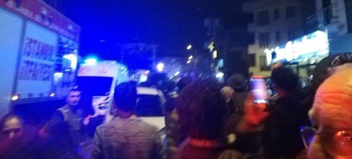 Στρατιωτικό ελικόπτερο έπεσε σε σπίτια στην Κωνσταντινούπολη (video)