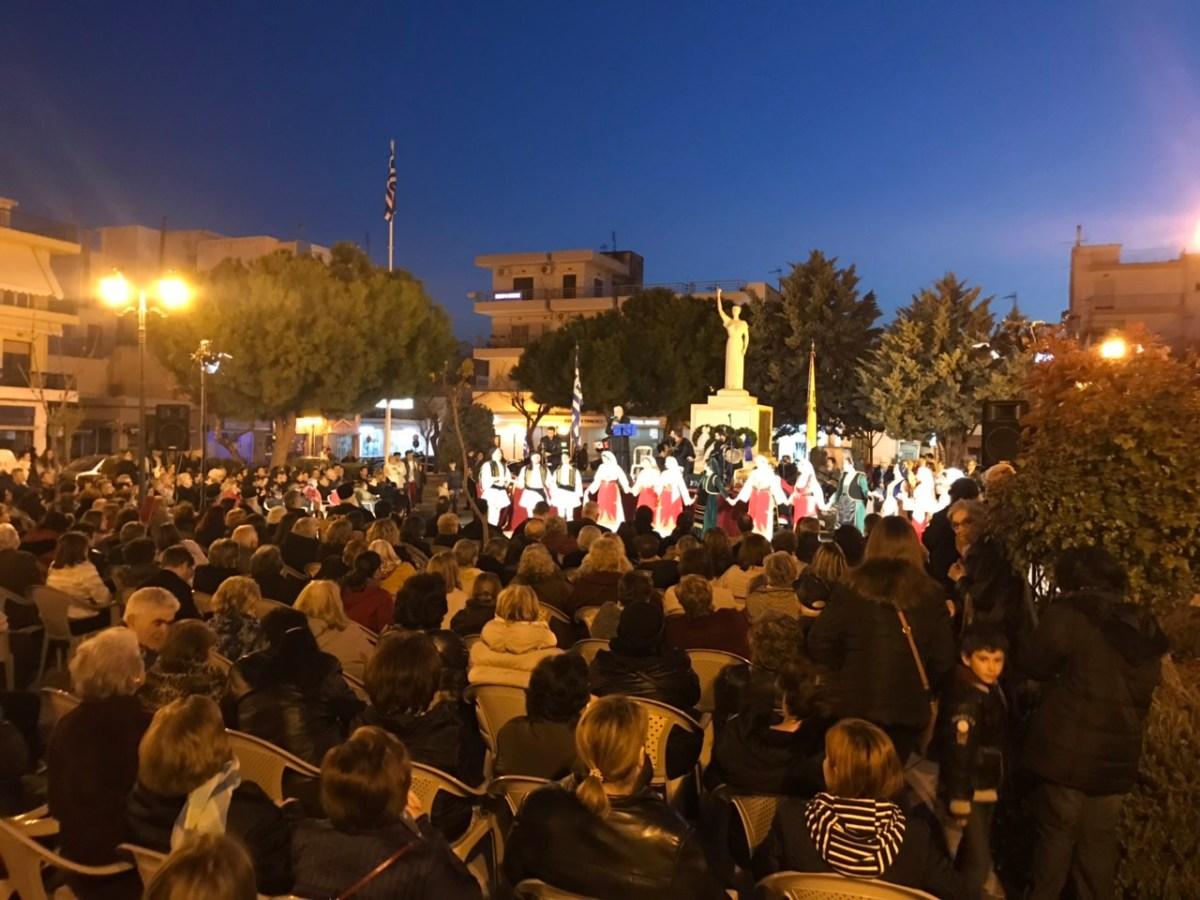 Πλήθος κόσμου στην επετειακή εκδήλωση για την 25η Μαρτίου στον αύλειο χώρο της Ευαγγελίστριας