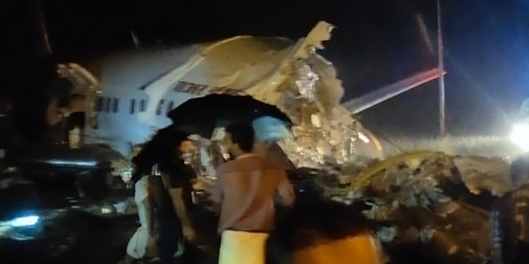 Συντριβή αεροσκάφους με 191 επιβάτες σε αεροδρόμιο στην Ινδία