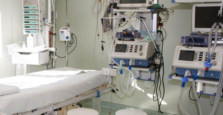 Κορωνοϊός: 65χρονη από την Ελασσόνα χωρίς υποκείμενα νοσήματα διασωληνώθηκε στο Πανεπιστημιακό