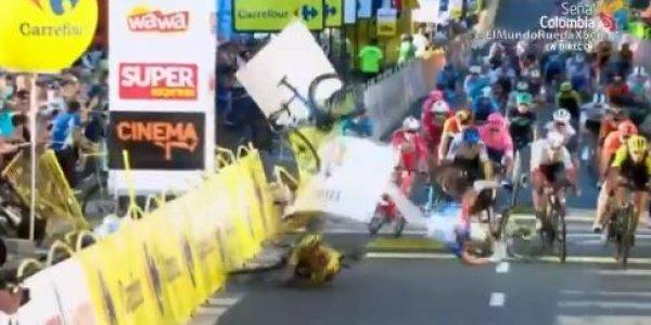 Σοκαριστικό ατύχημα σε διεθνή ποδηλατικό γύρο: Ενας αθλητής σε κώμα, τέσσερις τραυματίες