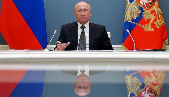 """Πούτιν: """"Έχουμε εμβόλιο για τον κορονοϊό – Δοκιμάστηκε και στην κόρη μου"""""""