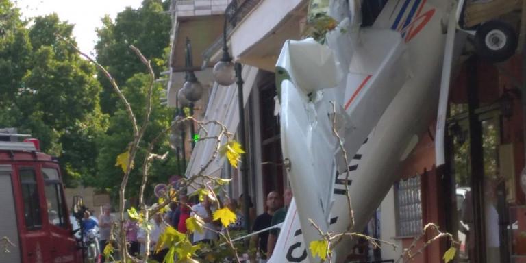 Έπεσε μονοκινητήριο αεροπλάνο στις Σέρρες σε σπίτι