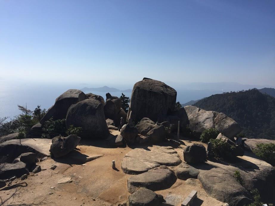 弥山山頂の奇岩