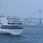 横浜大さん橋に飛鳥IIとぱしふぃっくびいなす