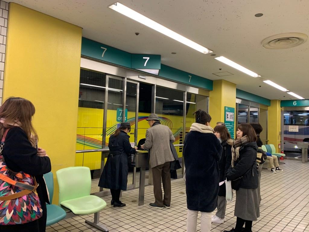 浜松町バスターミナルはとバスの受付