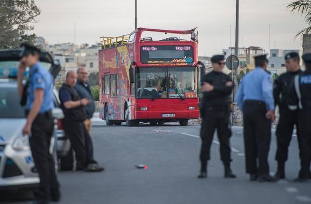 Tο κλαδί ενός δέντρου σκότωσε τουρίστες που κάθονταν σε ανοιχτό λεωφορείο