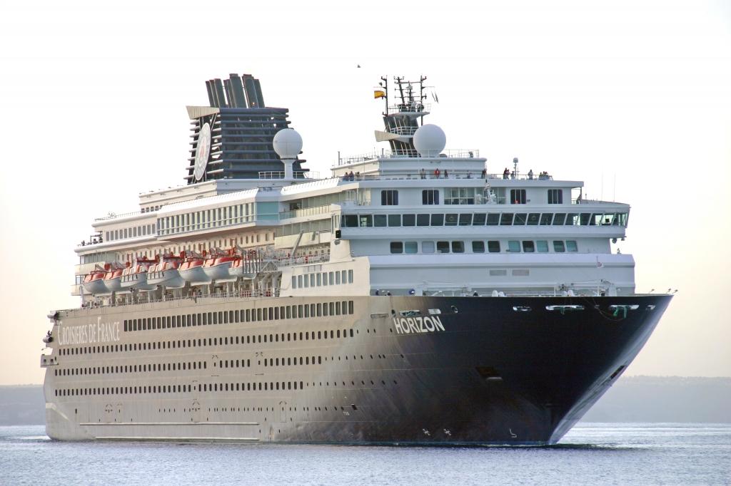 Το κρουαζιερόπλοιο Horizon στο λιμάνι του Βόλου με 1571 επιβάτες και 617 άτομα πλήρωμα