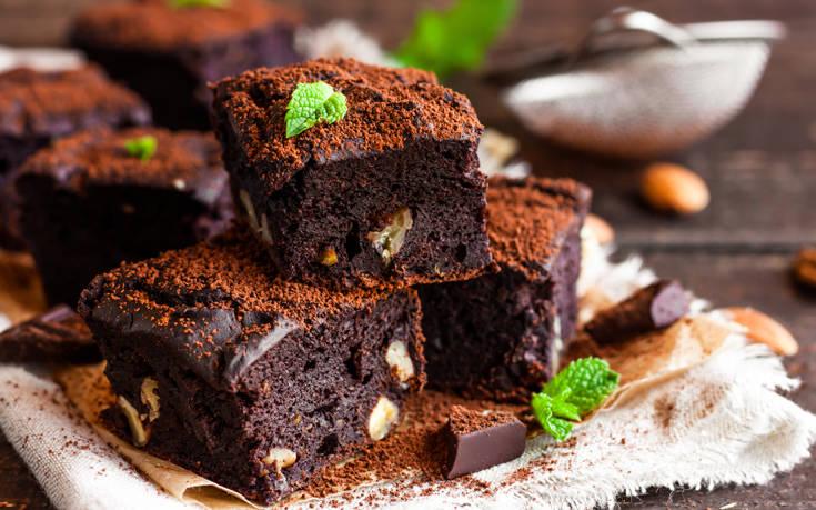 Μπράουνις με καρύδια και σοκολάτα