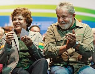 FESTA EM ARAUCÁRIA Dilma e Lula em solenidade na refinaria. Os dois estiveram na obra depois de liberar dinheiro bloqueado a pedido do TCU  (Foto: Ricardo Stuckert/PR )