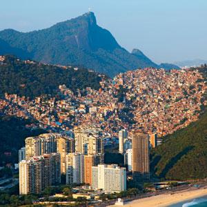 LOGÍSTICA  A Rocinha é uma das maiores favelas do Rio. Entre os bairros ricos da Zona Sul e a Barra da Tijuca, é um ponto estratégico para o crime (Foto: Genilson Araújo/Parceiro/Ag. O Globo)