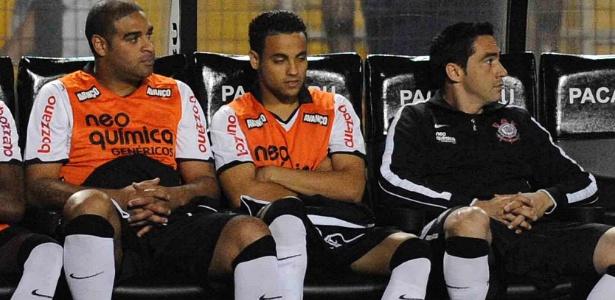 Chicão (dir) entra no revezamento adotado por Tite e não viaja para encarar o Cruzeiro