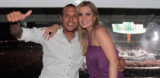Mulher de Luis Fabiano considera injustas críticas pesadas sobre o atacante