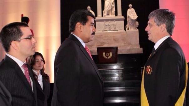 Raygada fue embajador de Perú en Venezuela.