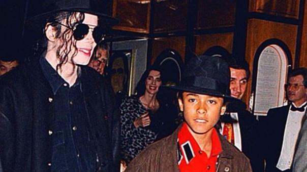 Michael Jackson y Jordan Chanlder, el primer niño por el que sería acusado. El caso se resolvió fuera de los tribunales.