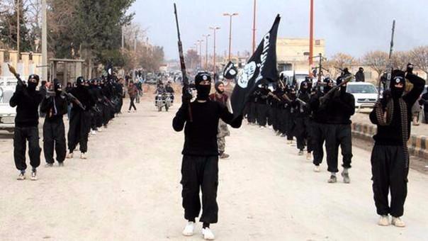 Estado Islámico es una organización terrorista que controla territorios ubicados entre Siria e Irak.