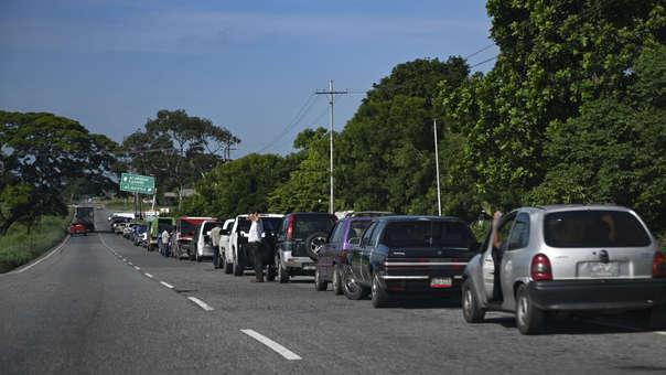 Expertos alertan que Petróleos de Venezuela tiene dificultades para recuperar la extracción de hidrocarburos y sus refinerías están trabajando por debajo de su capacidad instalada.