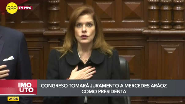 Mercedes Aráoz llegó al Congreso la noche de este lunes.
