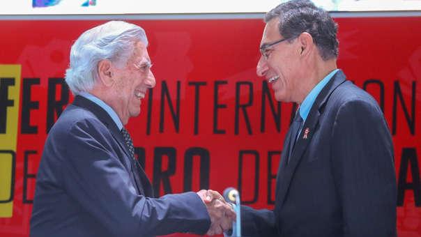 Mario Vargas Llosa y Martín Vizcarra durante la inauguración de la Feria del Libro de Lima 2019 en julio pasado.