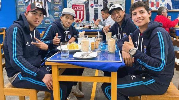 Jugadores de Binacional en cevichería de Lima.