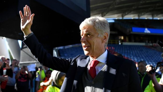Arsene Wenger waves goodbye to the Arsenal fans after his last game