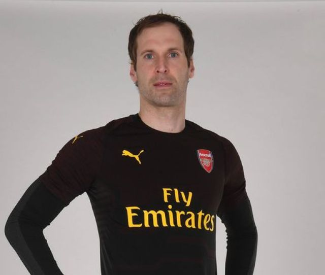 Petr Cech In The New Arsenal Home Kit For The 2018 19 Season