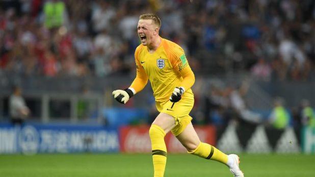 Jordan Pickford should continue his development at Everton, says David Moyes