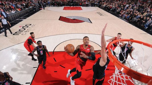 Damian Lillard attacks the rim against the Los Angeles Clippers