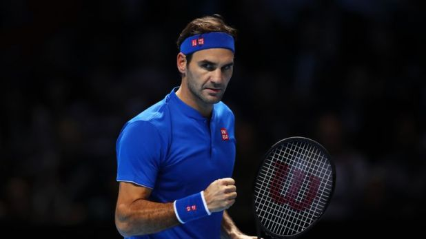 Roger Federer beat Kevin Anderson in straight-sets to breeze into the last four of the ATP Finals